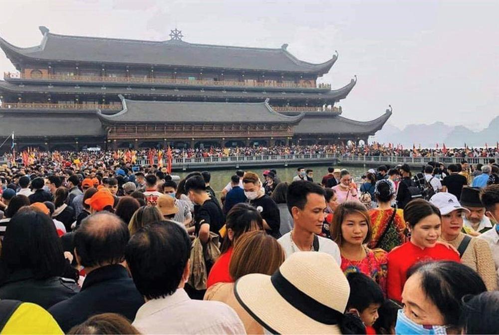 Phó trụ trì chùa Tam Chúc lên tiếng về việc 5 vạn người dân chen chúc tới chùa - Ảnh 4.