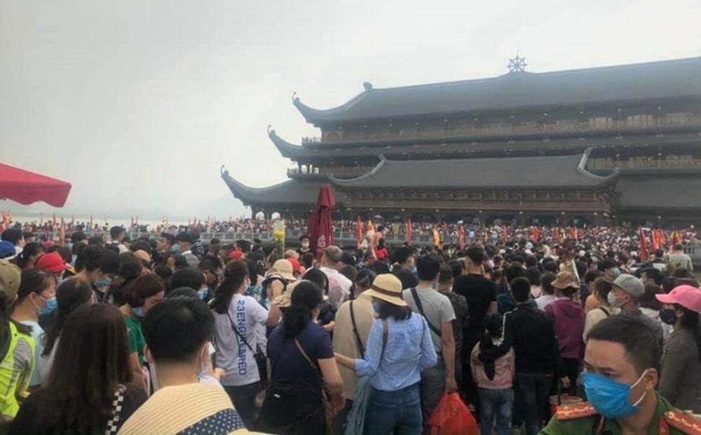 Phó trụ trì chùa Tam Chúc lên tiếng về việc 5 vạn người dân chen chúc tới chùa
