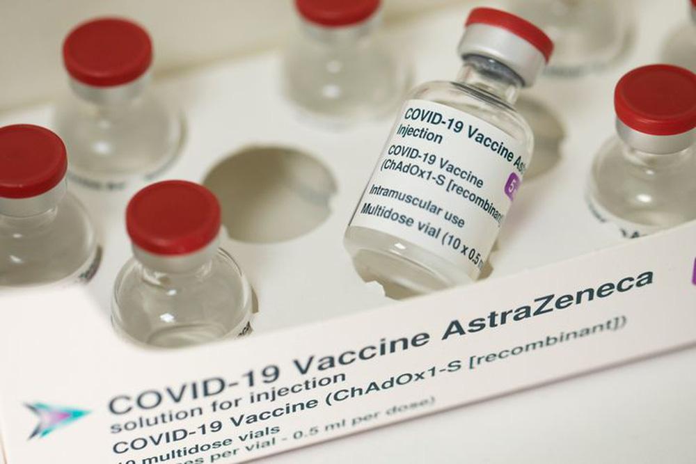 Một mình vắc xin chưa đủ, cần nhiều vũ khí uy lực khác để chấm dứt đại dịch Covid-19 - Ảnh 1.