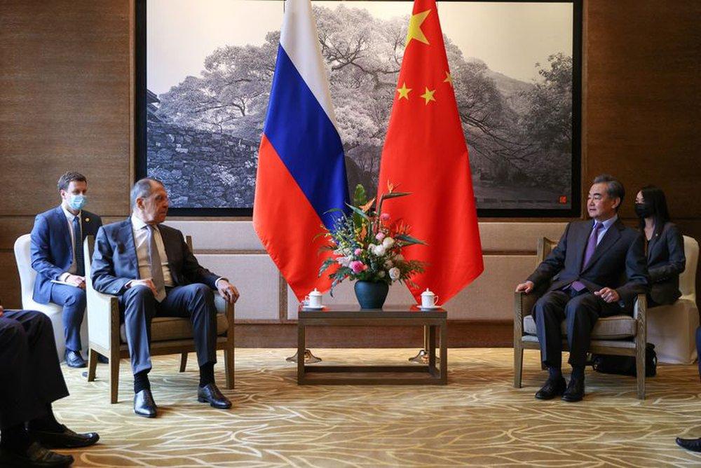 Ngoại trưởng Nga thăm TQ tính kế lâu dài: Mỹ dù mạnh cũng không thể 1 cân 2 cùng lúc! - Ảnh 1.
