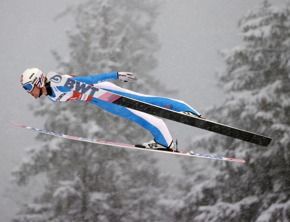 Cú ngã ở vận tốc hơn 100 km/h khiến VĐV trượt tuyết rê vài trăm mét, bất tỉnh và phải dùng máy thở oxy khi nhập viện - Ảnh 2.