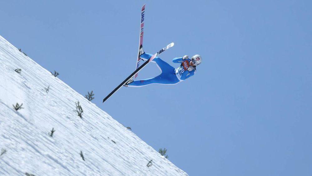Cú ngã ở vận tốc hơn 100 km/h khiến VĐV trượt tuyết rê vài trăm mét, bất tỉnh và phải dùng máy thở oxy khi nhập viện - Ảnh 3.
