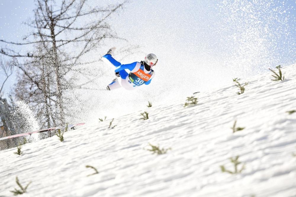 Cú ngã ở vận tốc hơn 100 km/h khiến VĐV trượt tuyết rê vài trăm mét, bất tỉnh và phải dùng máy thở oxy khi nhập viện - Ảnh 4.