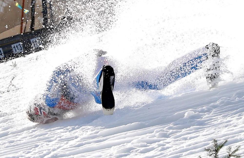 Cú ngã ở vận tốc hơn 100 km/h khiến VĐV trượt tuyết rê vài trăm mét, bất tỉnh và phải dùng máy thở oxy khi nhập viện - Ảnh 6.