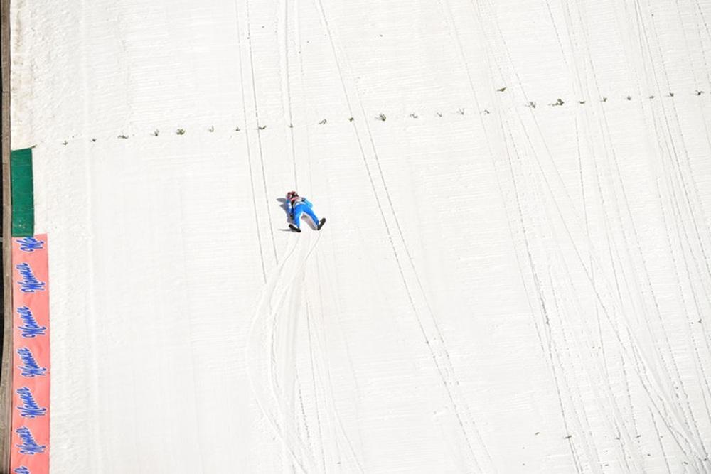 Cú ngã ở vận tốc hơn 100 km/h khiến VĐV trượt tuyết rê vài trăm mét, bất tỉnh và phải dùng máy thở oxy khi nhập viện - Ảnh 7.
