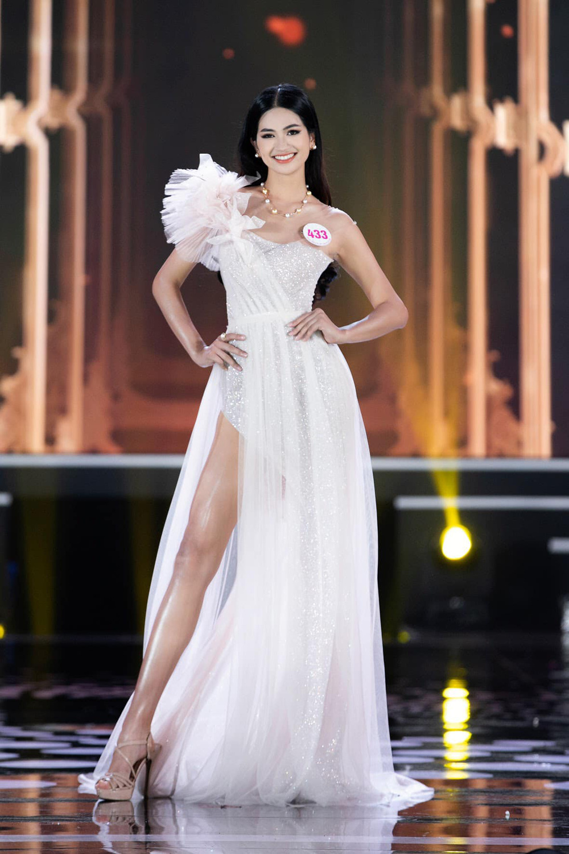 Cận cảnh nhan sắc người đẹp Hoa hậu Việt Nam dẫn bản tin VTV - Ảnh 5.