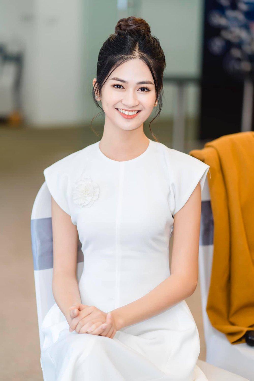 Cận cảnh nhan sắc người đẹp Hoa hậu Việt Nam dẫn bản tin VTV - Ảnh 10.