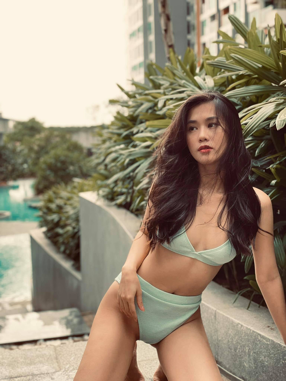Hot girl số 1 Sài Thành diện bikini khoe thân hình nóng bỏng tuổi 31 - Ảnh 2.