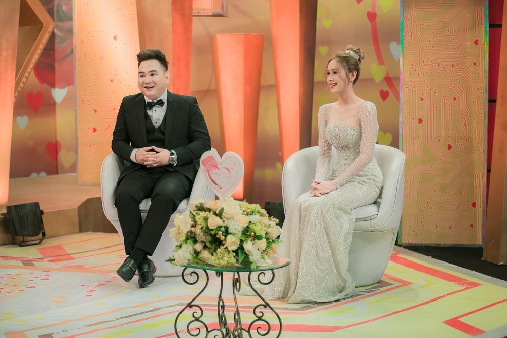 Streamer đại gia giàu nhất Việt Nam lấy vợ kém 13 tuổi: Tôi cảm giác như mình bị gài - Ảnh 3.