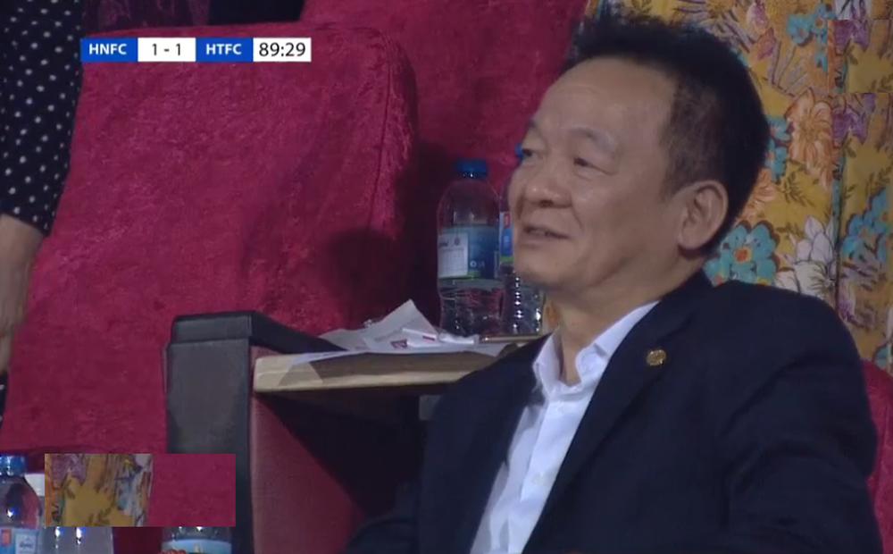 KẾT THÚC Hà Nội FC 1-1 Hà Tĩnh: Bầu Hiển cười nhạt khi đội nhà quá chật vật trước đội bét bảng