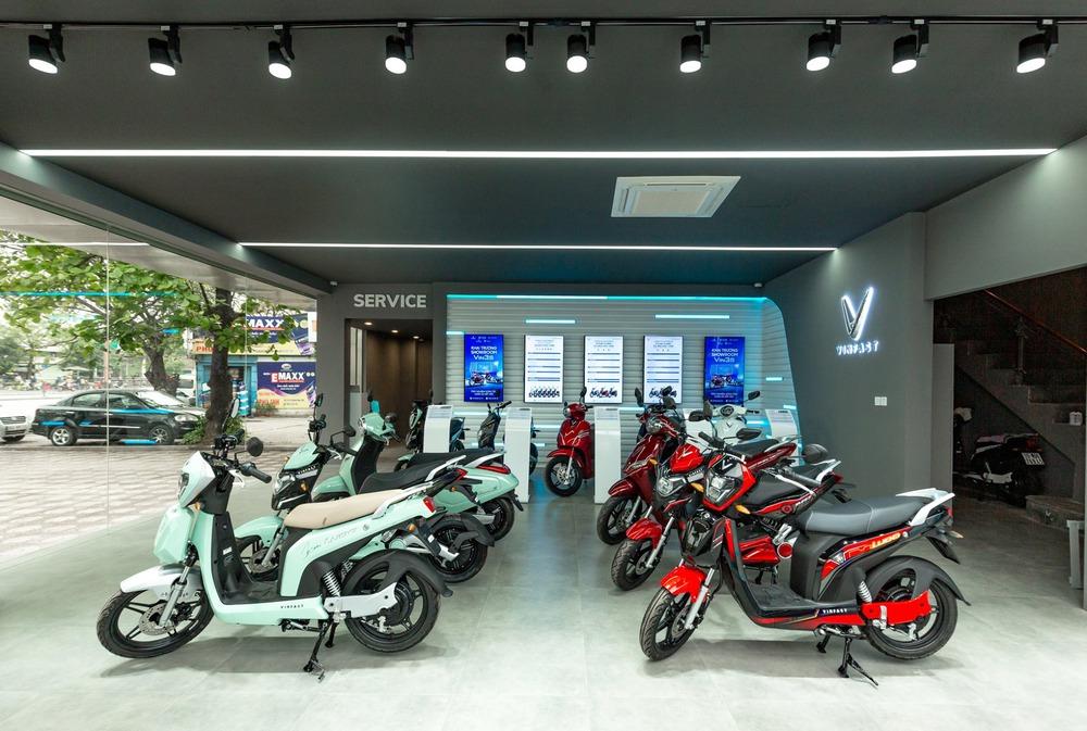 """Bên trong loạt showroom xe máy điện VinFast kết hợp trung tâm trải nghiệm Vin3S """"xịn xò"""" - Ảnh 7."""