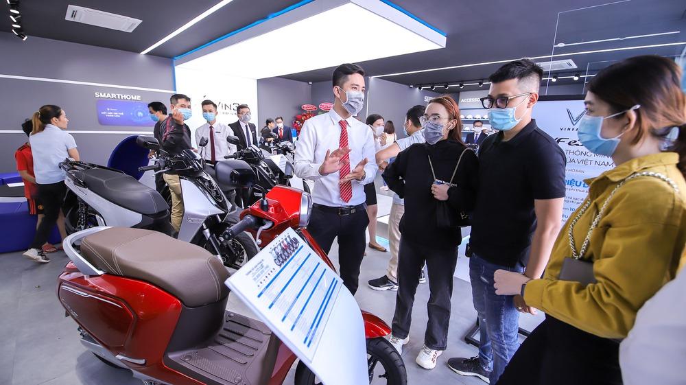 """Bên trong loạt showroom xe máy điện VinFast kết hợp trung tâm trải nghiệm Vin3S """"xịn xò"""" - Ảnh 11."""