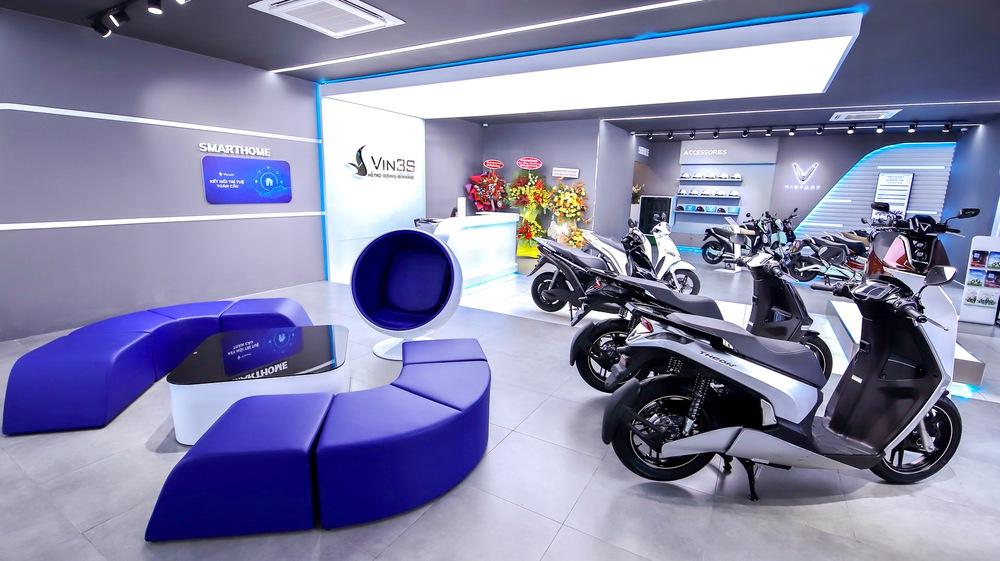 """Bên trong loạt showroom xe máy điện VinFast kết hợp trung tâm trải nghiệm Vin3S """"xịn xò"""" - Ảnh 3."""