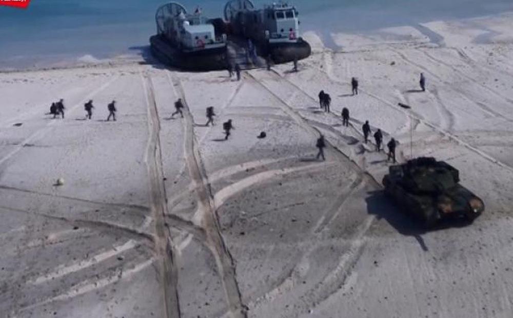 Quân đội Trung Quốc diễn tập ồ ạt tấn công bờ biển cách xa đại lục