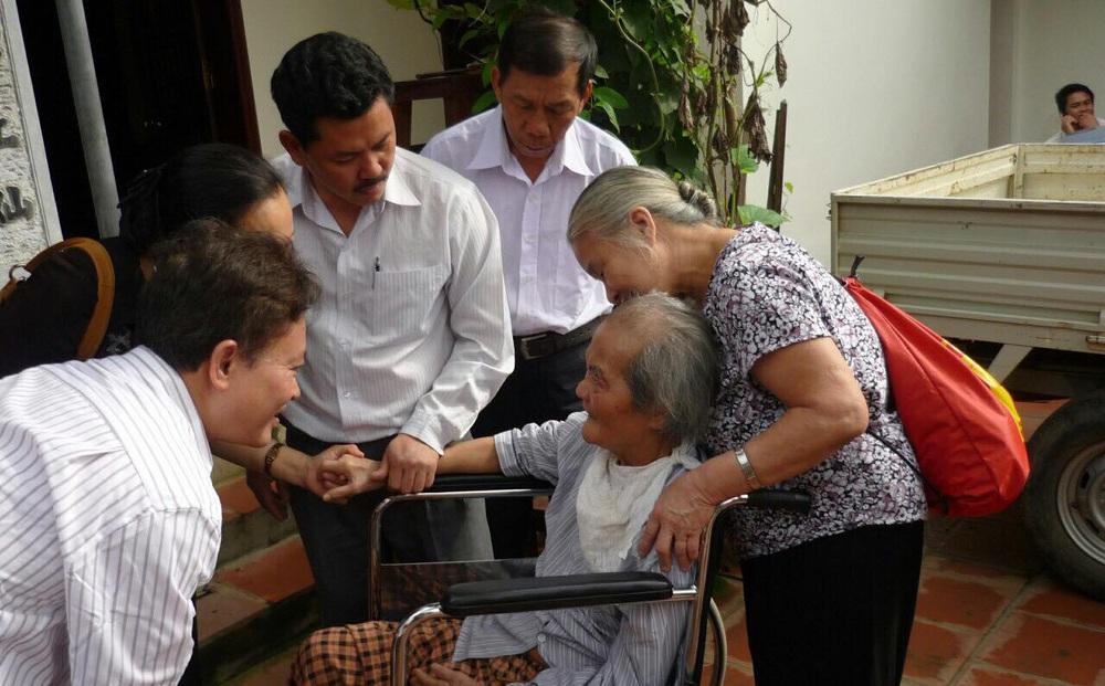 Con trai nhà văn Sơn Tùng: 'Ông Võ Hoàng Yên chỉ chữa vận động cho cha tôi chứ không phải chữa bệnh'