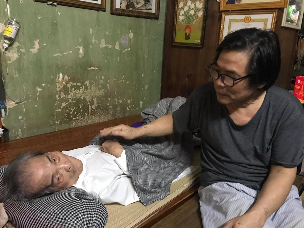 Con trai nhà văn Sơn Tùng: Ông Võ Hoàng Yên chỉ chữa vận động cho cha tôi chứ không phải chữa bệnh - Ảnh 2.