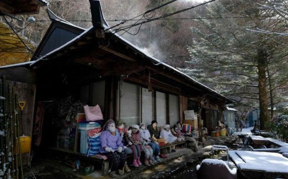 Ngôi làng kỳ bí nhất thế giới với dân số chủ yếu là 300 búp bê hình người