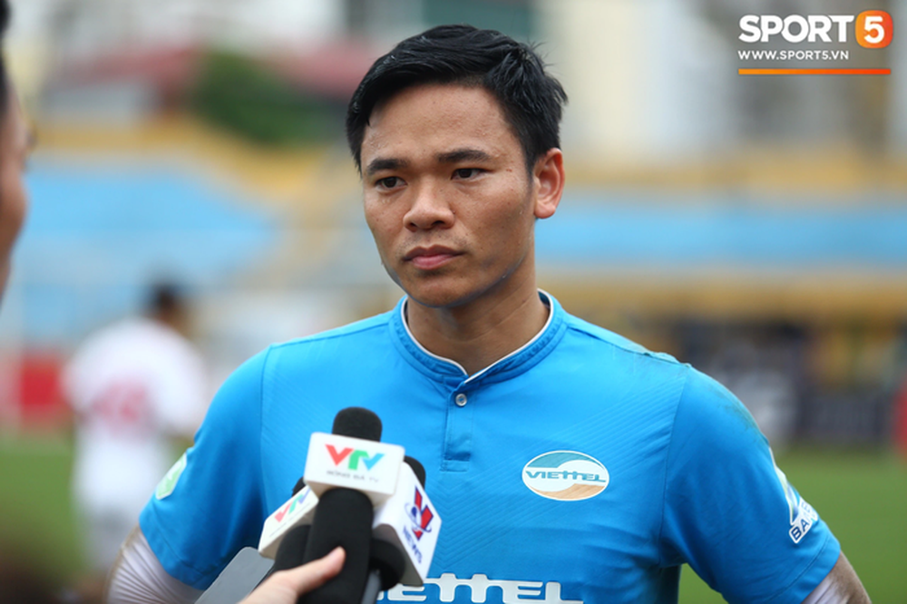 Thủ môn Nguyên Mạnh cầu mong Hà Nội FC cầm chân HAGL để Viettel hưởng lợi - Ảnh 1.