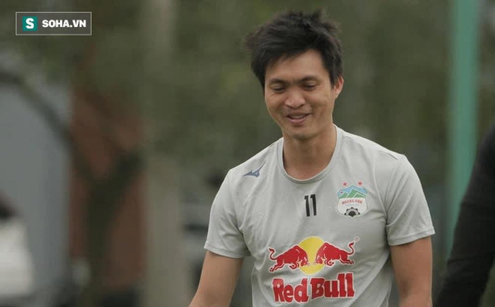 """Tuấn Anh sẵn sàng trở lại, Kiatisuk có thêm """"con bài tủ"""" để """" chơi tất tay"""" với CLB Hà Nội"""