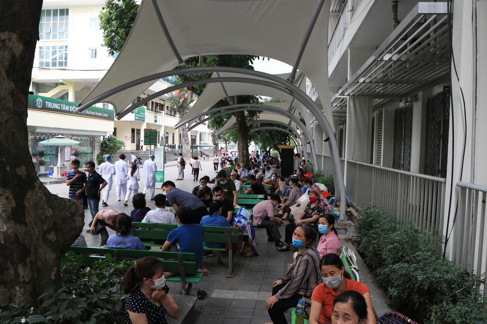 Sau những lùm xùm ở Bệnh viện Bạch Mai, bệnh nhân lại mừng ra mặt...! - Ảnh 7.