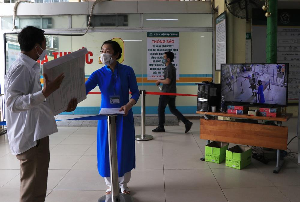 Sau những lùm xùm ở Bệnh viện Bạch Mai, bệnh nhân lại mừng ra mặt...! - Ảnh 9.