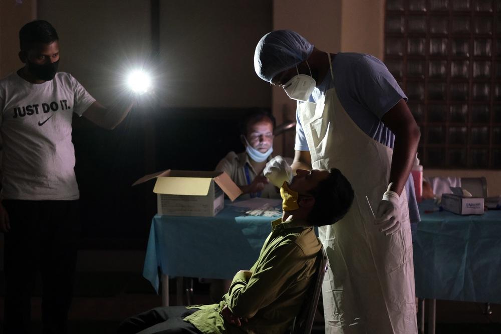Biến thể COVID-19 mới khiến Ấn Độ lọt top 2 quốc gia bị ảnh hưởng nặng nhất thế giới - Ảnh 1.