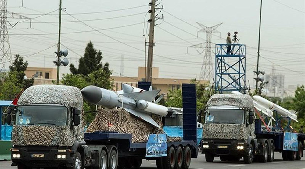 Iran diễu binh khoe loạt khí tài nội địa  - Ảnh 3.