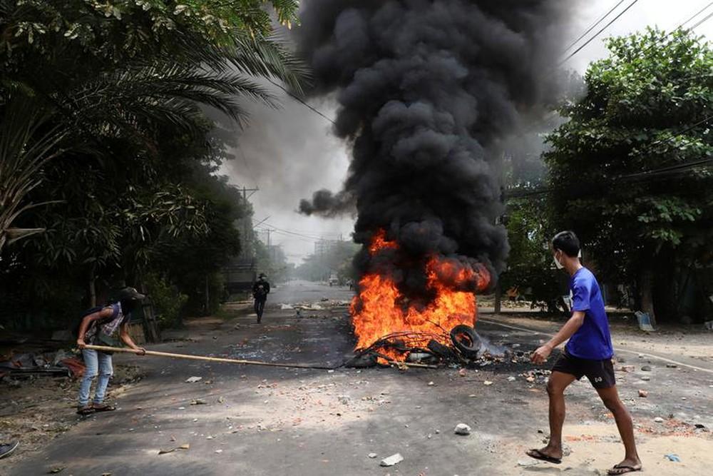 Myanmar: Internet lại bị cắt, lãnh đạo phe biểu tình thúc giục áp dụng chiến thuật chiến tranh du kích - Ảnh 1.