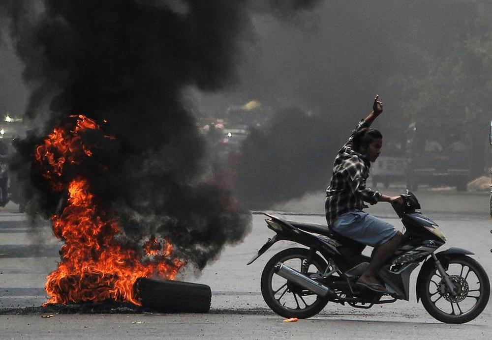 Myanmar: Internet lại bị cắt, lãnh đạo phe biểu tình thúc giục áp dụng chiến thuật chiến tranh du kích - Ảnh 3.
