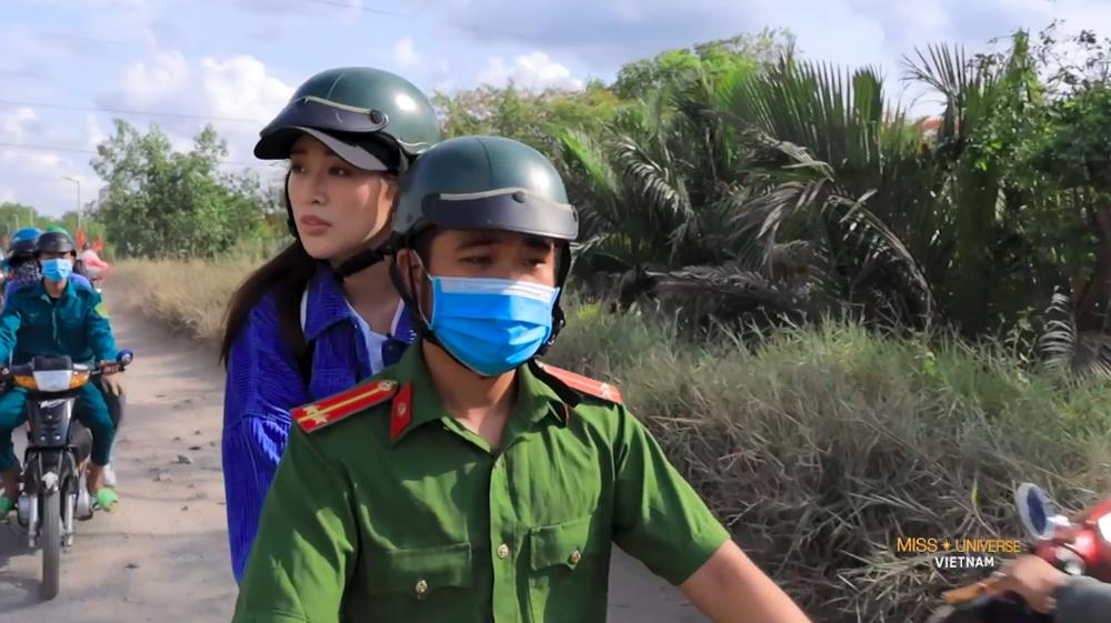 """Hoa hậu Khánh Vân xúc động, nhớ lại lần """"giải cứu"""" bé gái bị xâm hại tình dục - Ảnh 8."""
