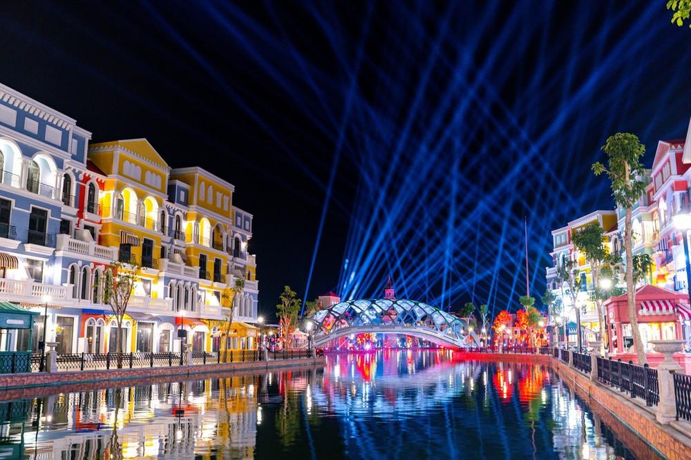 Bên trong siêu quần thể xịn xò tại Phú Quốc cảnh đẹp ngang ngửa đẳng cấp Las Vegas - Ảnh 1.