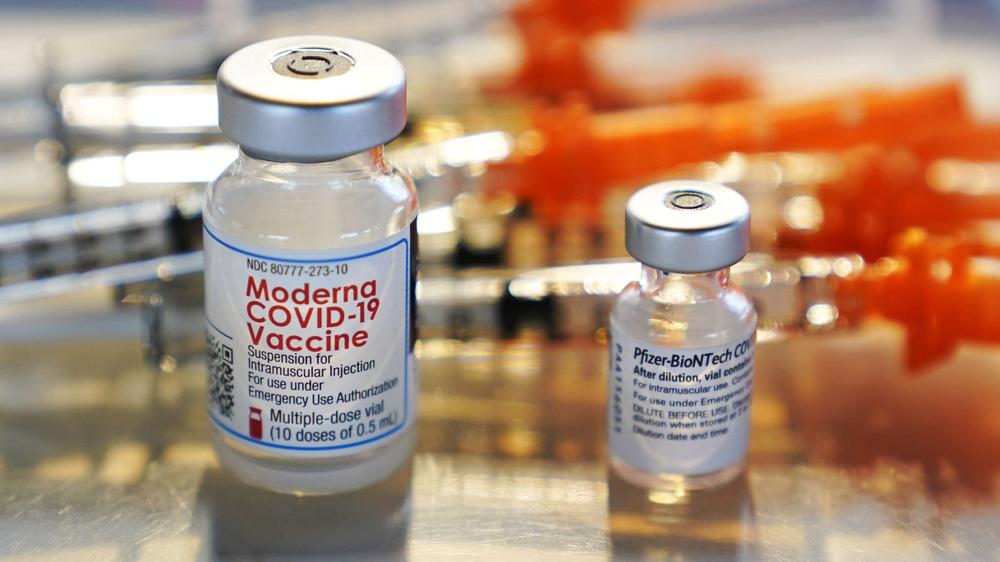 300 người gặp vấn đề về tim sau khi tiêm vaccine COVID-19: Mỹ nói gì? - Ảnh 1.