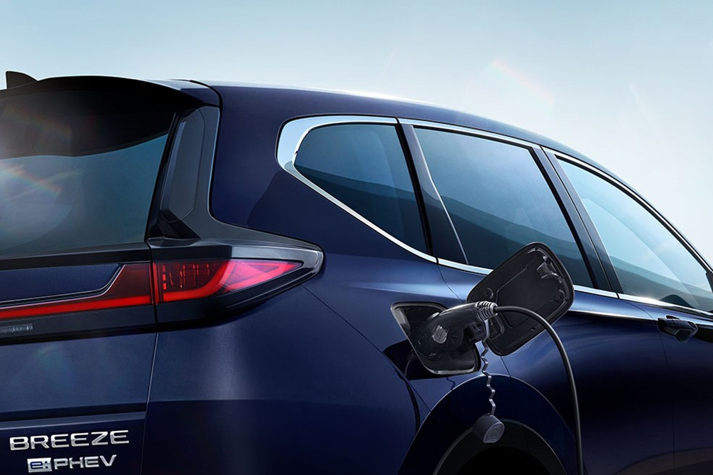 1,3 lít xăng đi 100km, mẫu ô tô tốn ít xăng hơn cả xe máy có gì? - Ảnh 6.