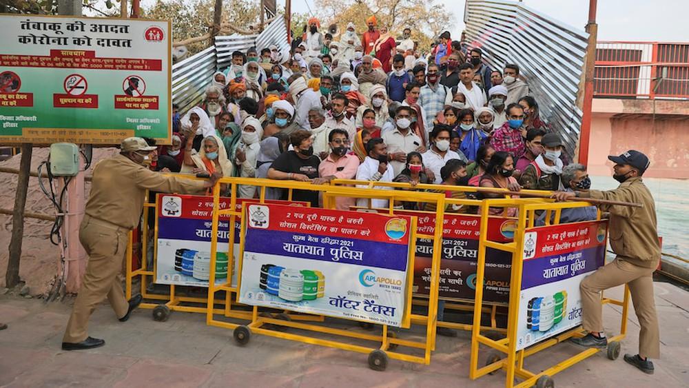Hai sự kiện siêu lây nhiễm góp phần tạo nên thảm kịch ở Ấn Độ: 4 triệu người tham gia, số ca mắc tăng tới 3.000% - Ảnh 5.