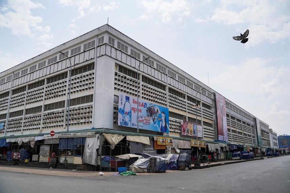 Campuchia quyết tâm chống COVID-19, mạnh tay xử phạt người vi phạm lệnh phong tỏa - Ảnh 2.