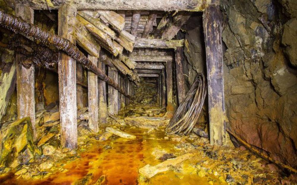 """""""Đột nhập"""" mỏ vàng bỏ hoang ở Sahara: Phát hiện những thứ kinh ngạc bên trong"""