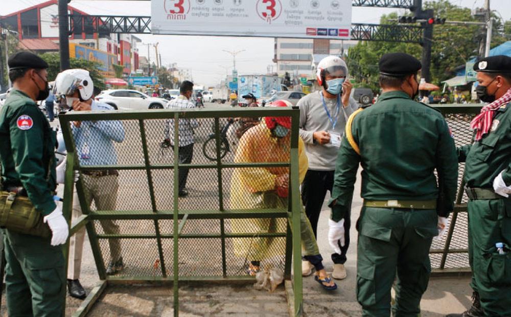 Campuchia quyết tâm chống COVID-19, 'mạnh tay' xử phạt người vi phạm lệnh phong tỏa