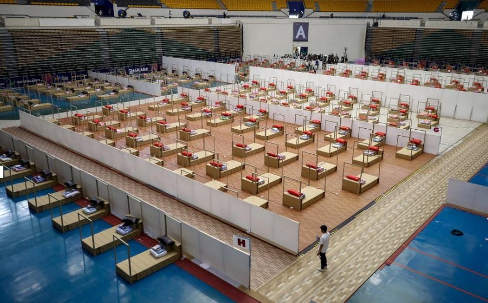 Thái Lan: Nhà giàu nằm khách sạn 5 sao điều trị, nhà nghèo bị bệnh viện quay lưng