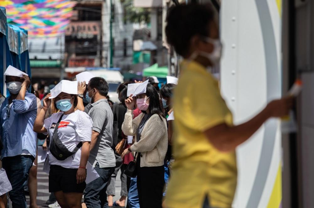 Thái Lan: Nhà giàu nằm khách sạn 5 sao điều trị, nhà nghèo bị bệnh viện quay lưng - Ảnh 4.