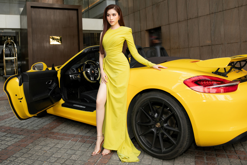 Thanh Thanh Huyền khoe chân dài bên siêu xe - Ảnh 3.