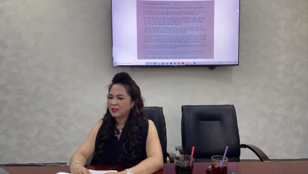 Vợ đại gia Dũng lò vôi bất ngờ khẳng định nghệ sĩ Hoài Linh là một cặp với ông Võ Hoàng Yên - Ảnh 2.