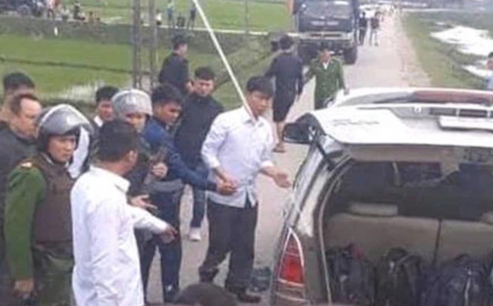 Nghệ An: Chặn xe ô tô trên quốc lộ lúc 1h sáng, CA bắt kẻ vận chuyển gần 300kg ma túy
