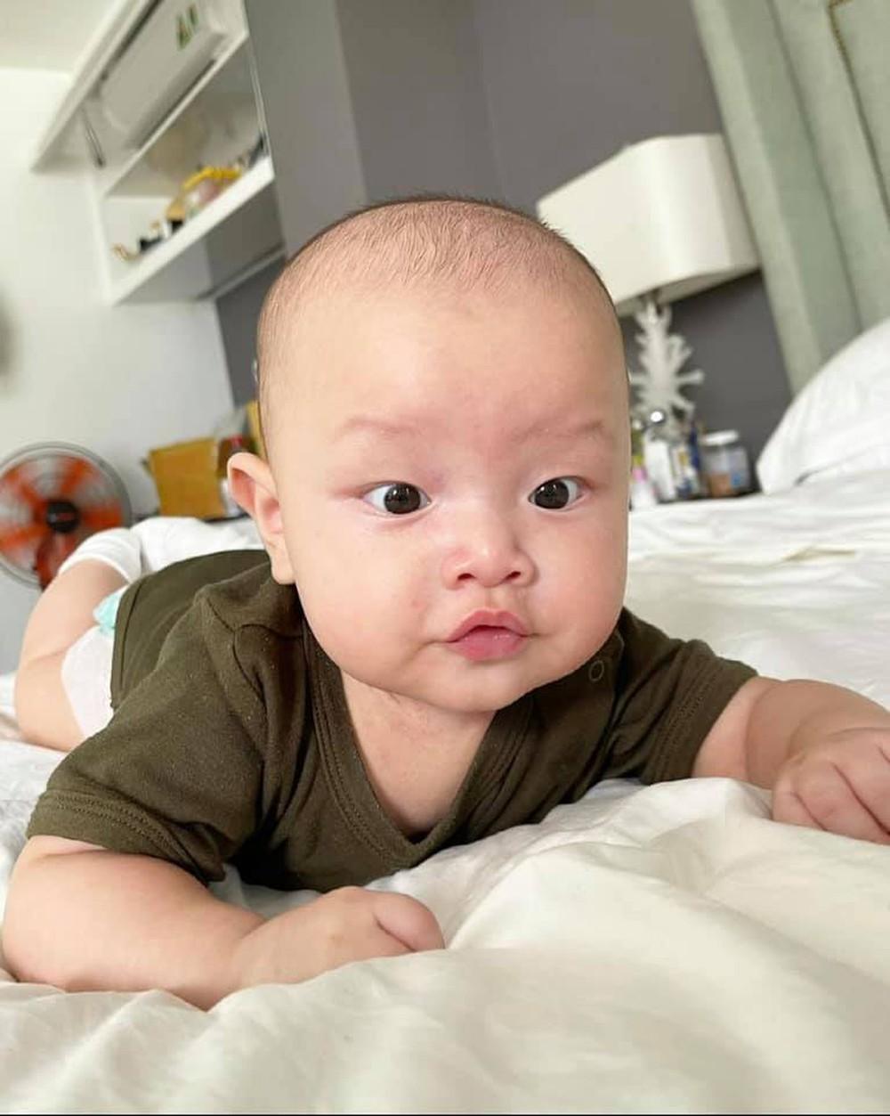 Cặp sinh đôi của Hà Hồ - Kim Lý: Đáng yêu như búp bê, vừa sinh đã sở hữu lượng fan khủng - Ảnh 4.
