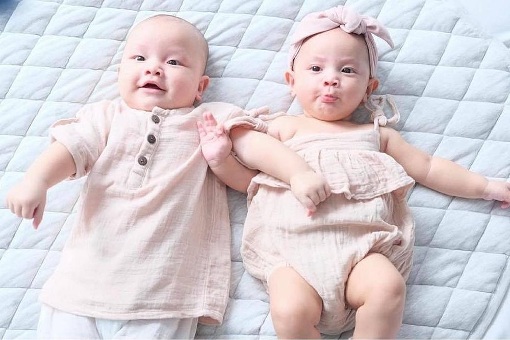 Cặp sinh đôi của Hà Hồ - Kim Lý: Đáng yêu như búp bê, vừa sinh đã sở hữu lượng fan khủng - Ảnh 7.