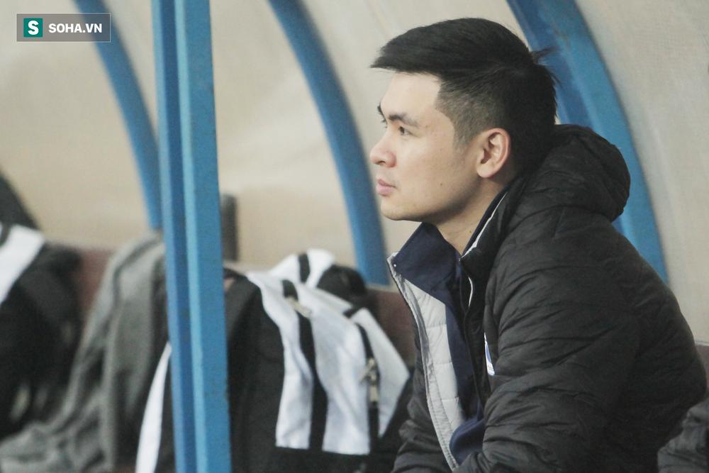 Con trai bầu Hiển phê bình Văn Quyết, Việt Anh trước toàn đội, lo Hà Nội phải đua trụ hạng - Ảnh 1.