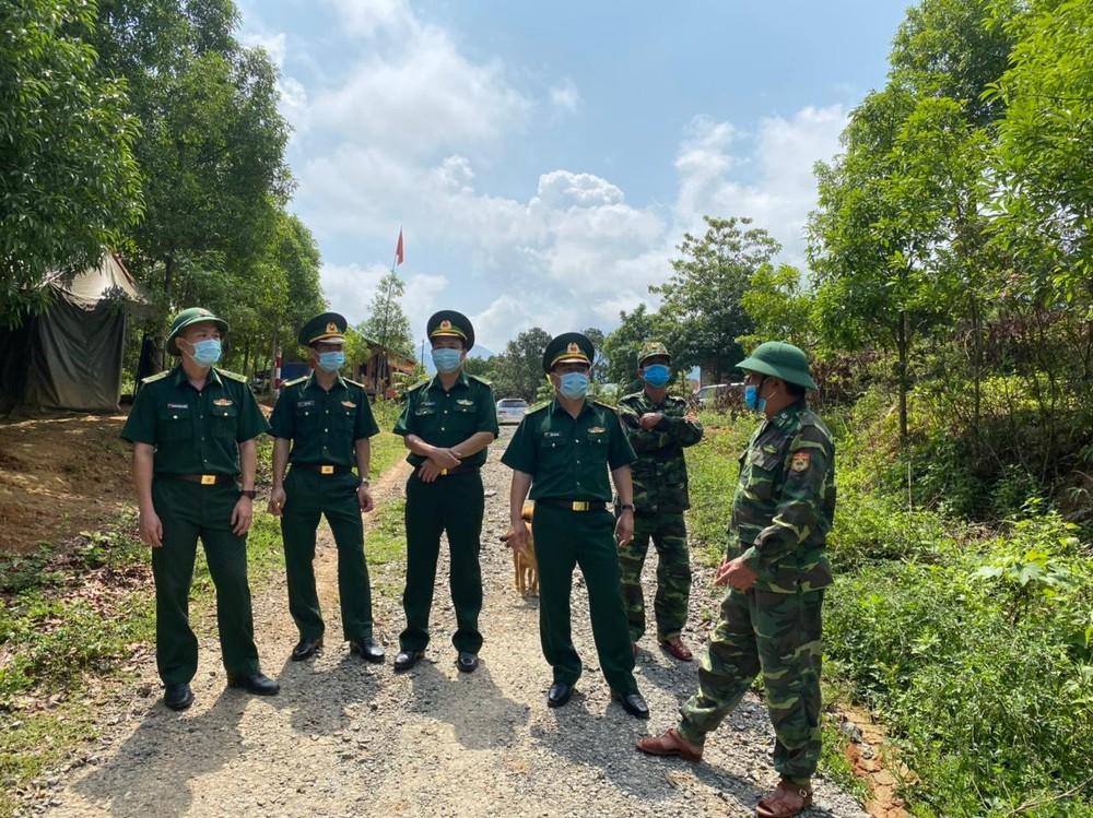 Lập vành đai chống dịch COVID-19 ở biên giới Việt - Lào - Ảnh 6.