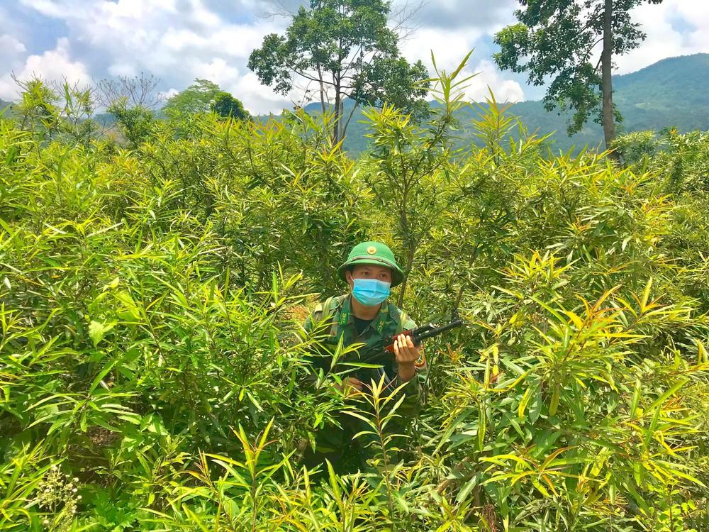 Lập vành đai chống dịch COVID-19 ở biên giới Việt - Lào - Ảnh 7.