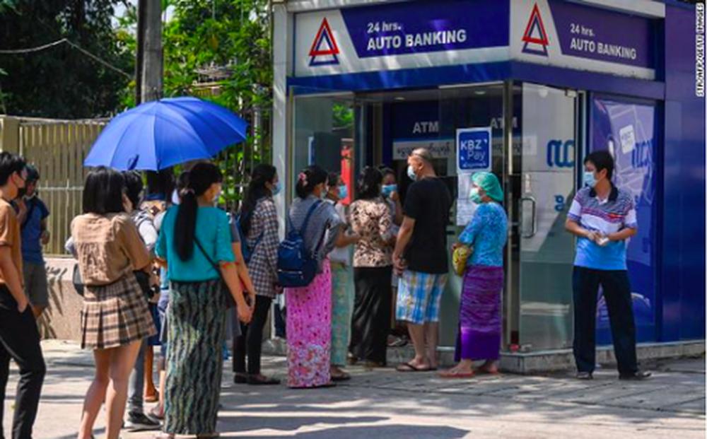Khủng hoảng kép kéo kinh tế Myanmar đến bờ vực sụp đổ