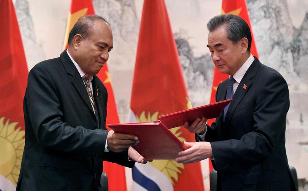 """""""Chen chân"""" giành ảnh hưởng ngay gần Mỹ, Trung Quốc nói: Do nước bản địa đề nghị!"""