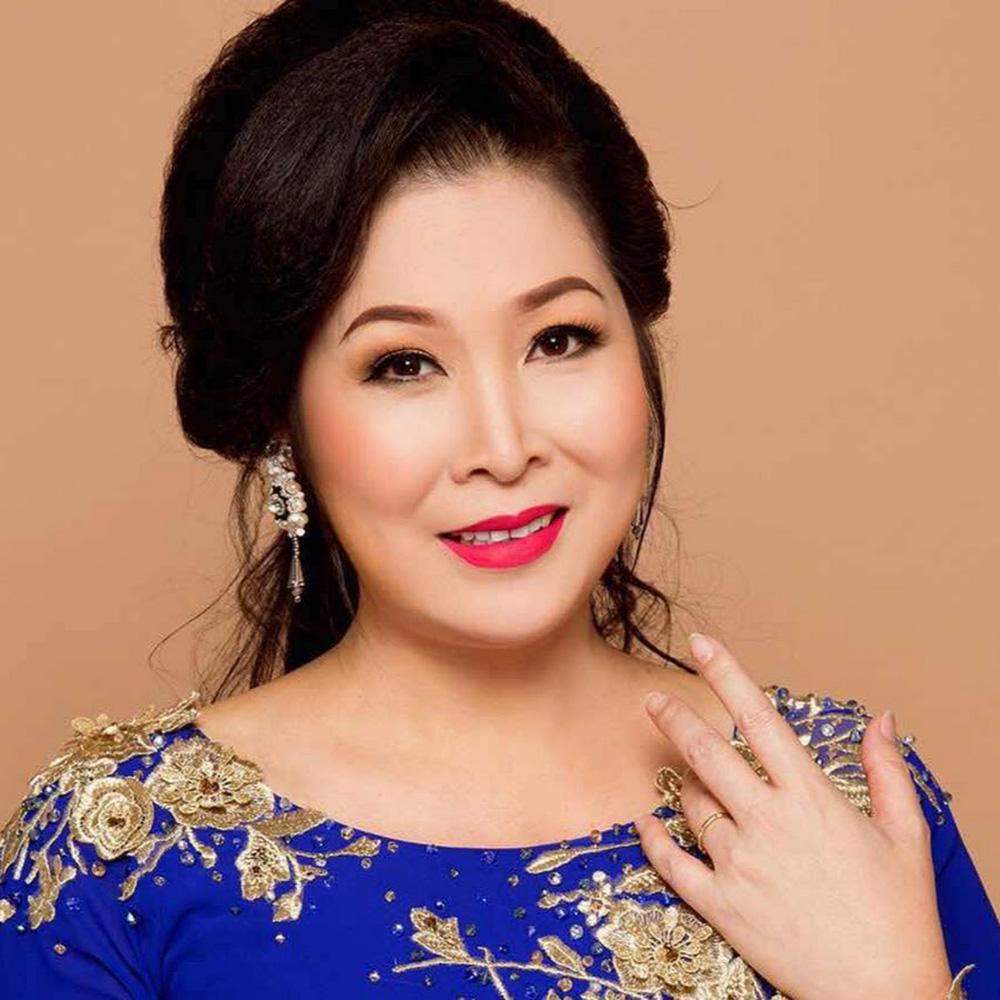 Bà Nguyễn Phương Hằng livestream nói NSND Hồng Vân gay gắt - Ảnh 3.